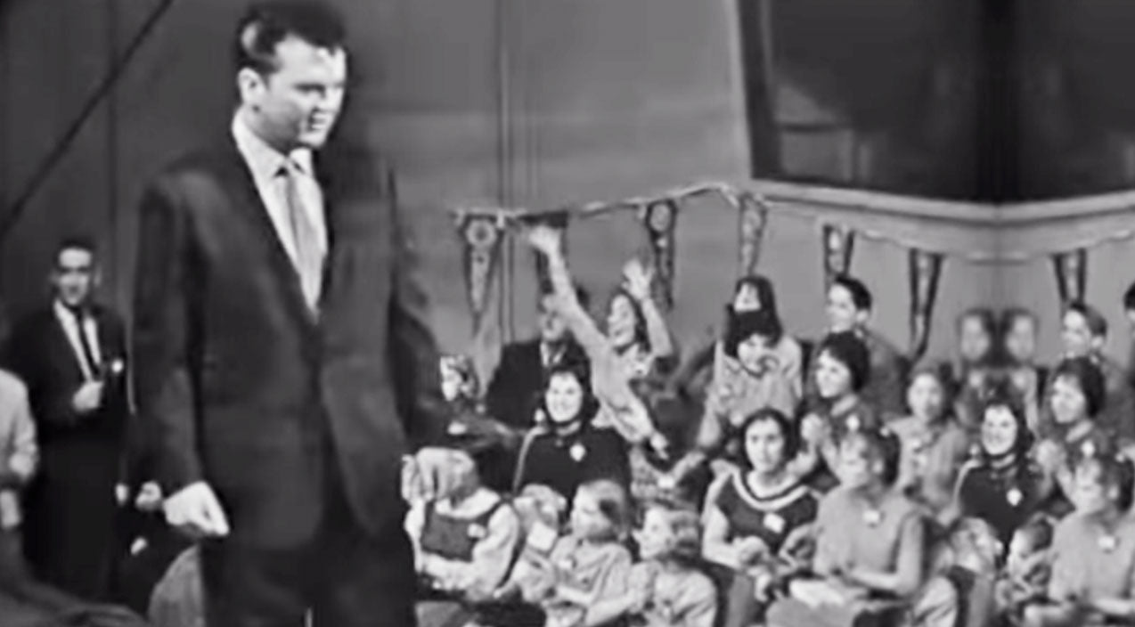 Conway twitty Songs | WATCH: 25-Yr-Old Conway Twitty Charms The Ladies In Rare 'It's Only Make Believe' Performance | Country Music Videos