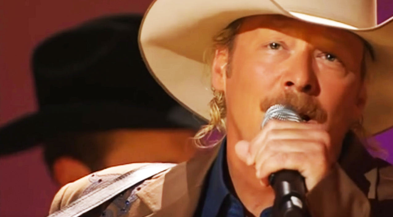 Alan jackson Songs | Alan Jackson Leaves Carnegie Hall In Tears With Emotional 'Remember When' | Country Music Videos