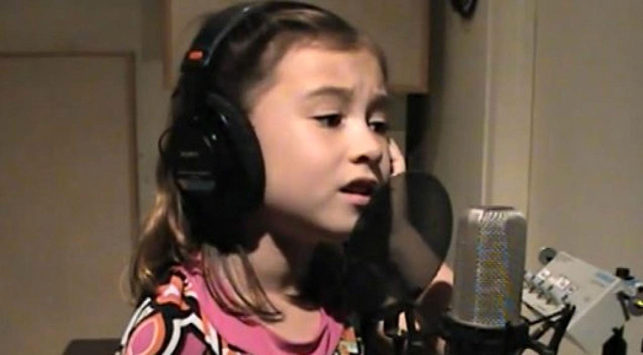 Elvis presley Songs | 7-Year Old Sings Stunning Cover of Elvis Presley's 'Blue Christmas' | Country Music Videos