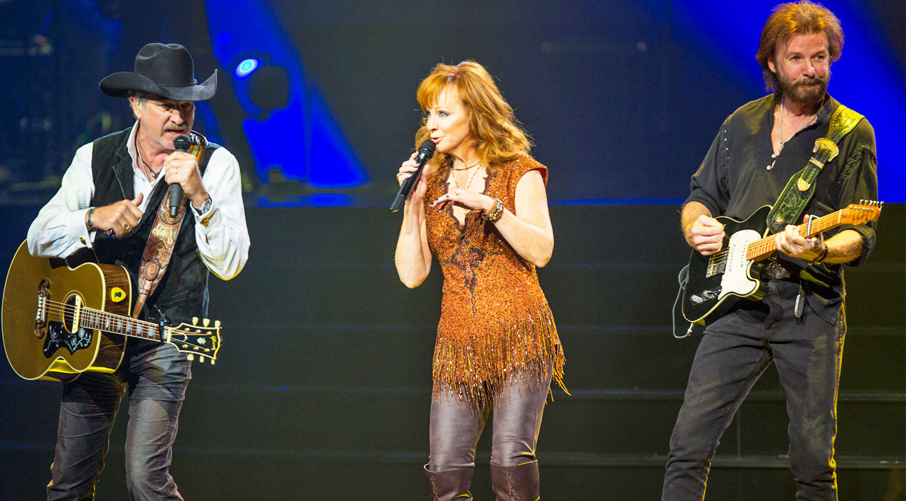 Reba mcentire Songs | Reba McEntire Joins Brooks & Dunn For 'Cowgirls Don't Cry' Live In Las Vegas (VIDEO) | Country Music Videos