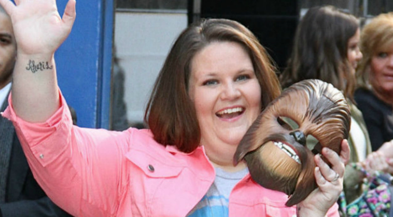 Chewbacca Mom Goes Viral Again After Stunning Vocal Tribute To Fallen Dallas Police Officers | Country Music Videos