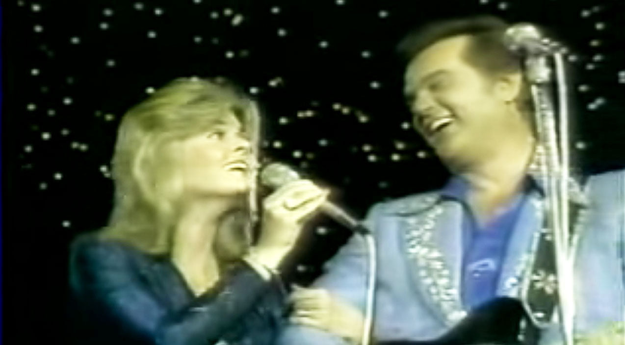 Conway twitty Songs | CLASSIC: Conway Twitty Performs Heartwarming Father-Daughter Duet Of 'Don't Cry Joni' | Country Music Videos