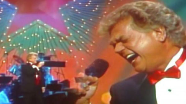 Conway twitty Songs | Conway Twitty - She's Got A Single Thing In Mind (Live) (VIDEO) | Country Music Videos