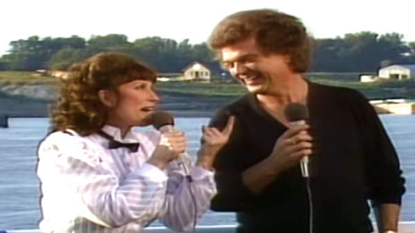 Loretta lynn Songs | Conway Twitty & Loretta Lynn - Louisiana Woman, Mississippi Man (LIVE) (VIDEO) | Country Music Videos