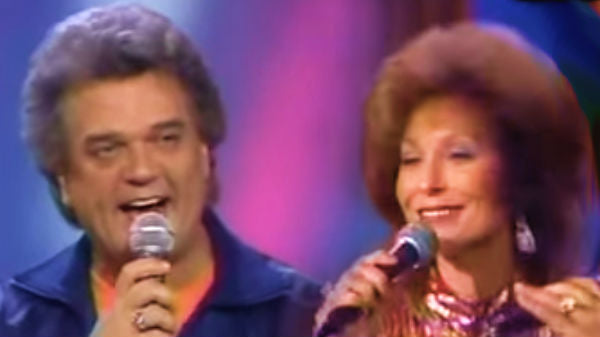 Conway twitty Songs | Conway Twitty & Loretta Lynn - Louisiana Woman, Mississippi Man (Live) (WATCH) | Country Music Videos