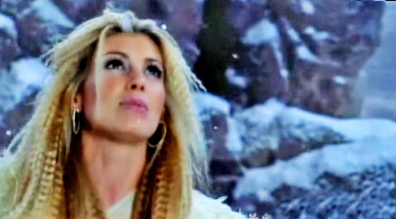 Modern country Songs | Faith Hill Begs For Holiday Cheer In Beautiful 'Where Are You, Christmas?' Video | Country Music Videos