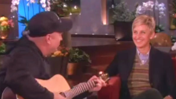 Garth brooks Songs | Garth Brooks - Sing Along on The Ellen Show (VIDEO) | Country Music Videos