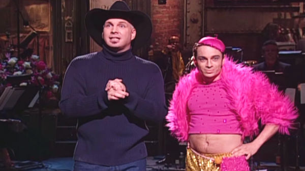 Garth brooks Songs | Garth Brooks Shares A Moment With 'Mango' On Saturday Night Live | Country Music Videos