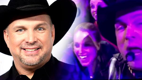 Garth brooks Songs | Garth Brooks Takes Fan's Phone and Records Friends In Low Places! (VIDEO) | Country Music Videos