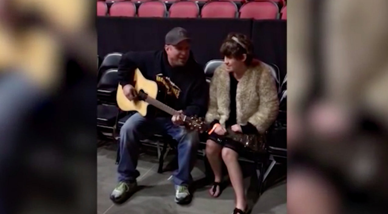 Garth brooks Songs | Garth Brooks Sings Heartwarming Duet With Fan, Moment Caught On Camera | Country Music Videos