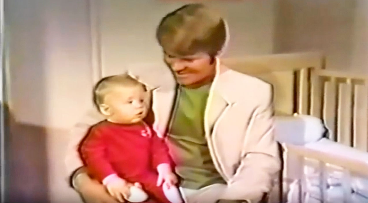 Glen campbell Songs | Glen Campbell Sings Heartwarming Christmas Lullaby To Son In Rare Recording | Country Music Videos