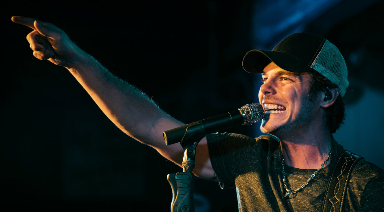 Granger smith Songs | Country Star Hospitalized With Serious Injuries After Falling Off Stage During Concert | Country Music Videos
