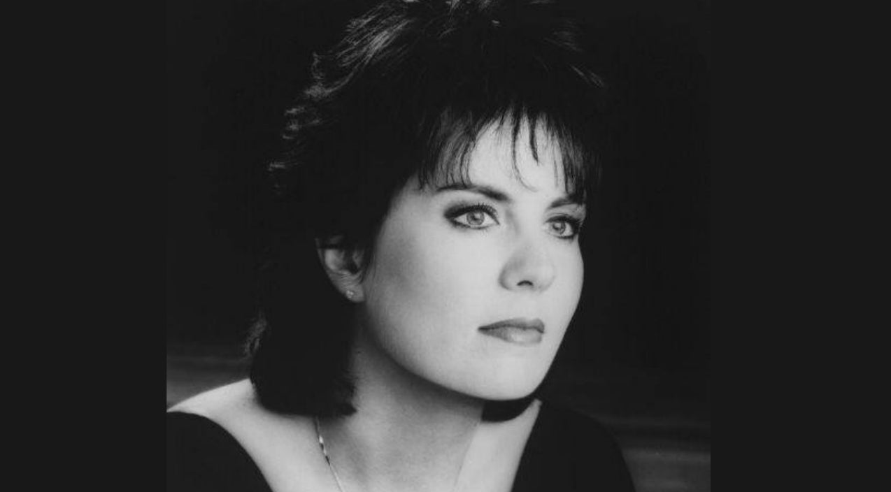 Holly dunn Songs | 'Daddy's Hands' Singer Holly Dunn Dies Following A Brief Cancer Battle | Country Music Videos