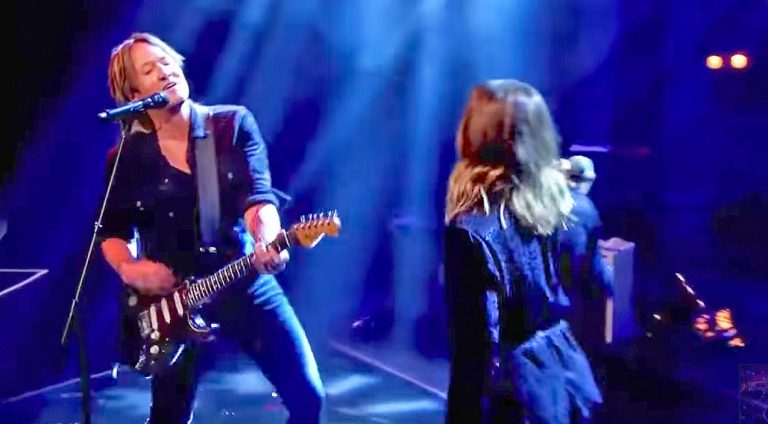 Keith urban Songs | Keith Urban Replaces Carrie Underwood With Surprise Guest For 'Fighter' Performance | Country Music Videos