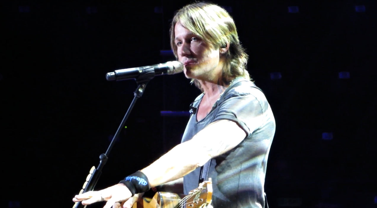Keith urban Songs | Keith Urban Honors Navy SEAL With Chilling Impromptu Performance | Country Music Videos