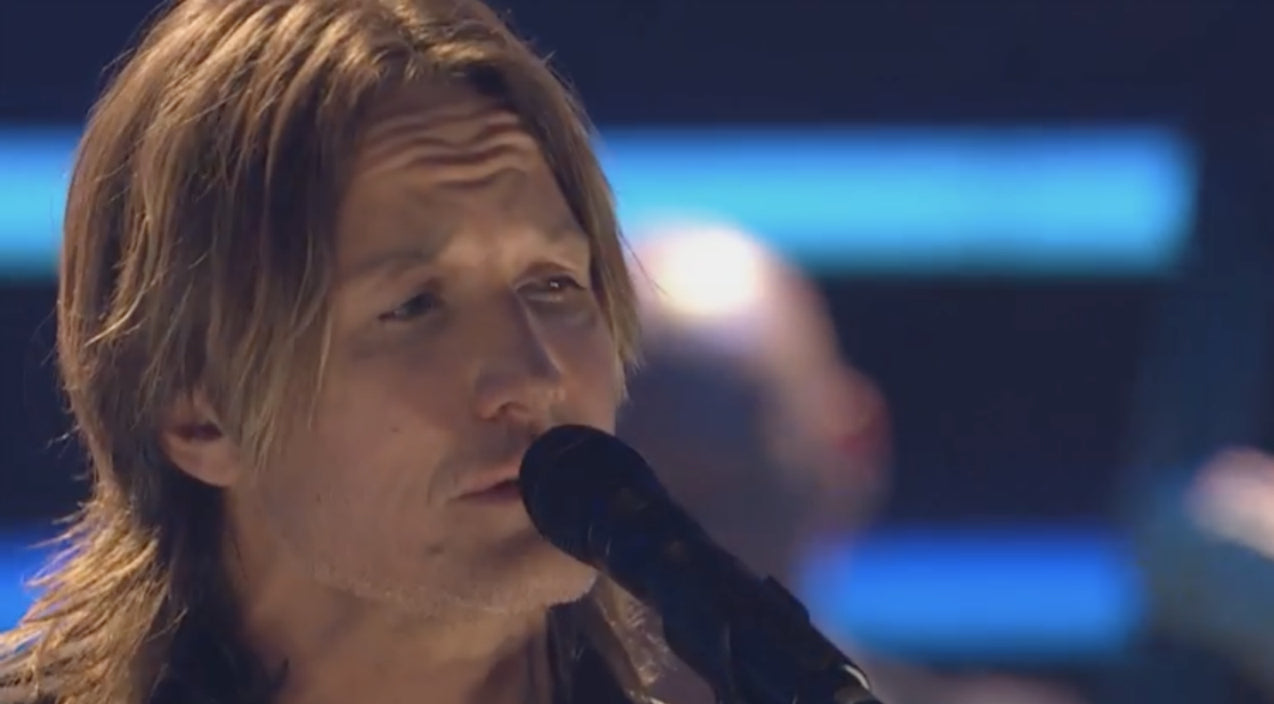 Keith urban Songs | Keith Urban 'Honors The Audience' With Moving 'Blue Ain't Your Color' Performance | Country Music Videos