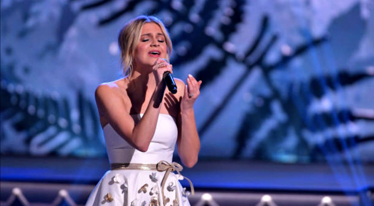 Kelsea ballerini Songs | Kelsea Ballerini Tugs Heartstrings With Nostalgic 'White Christmas' Performance | Country Music Videos