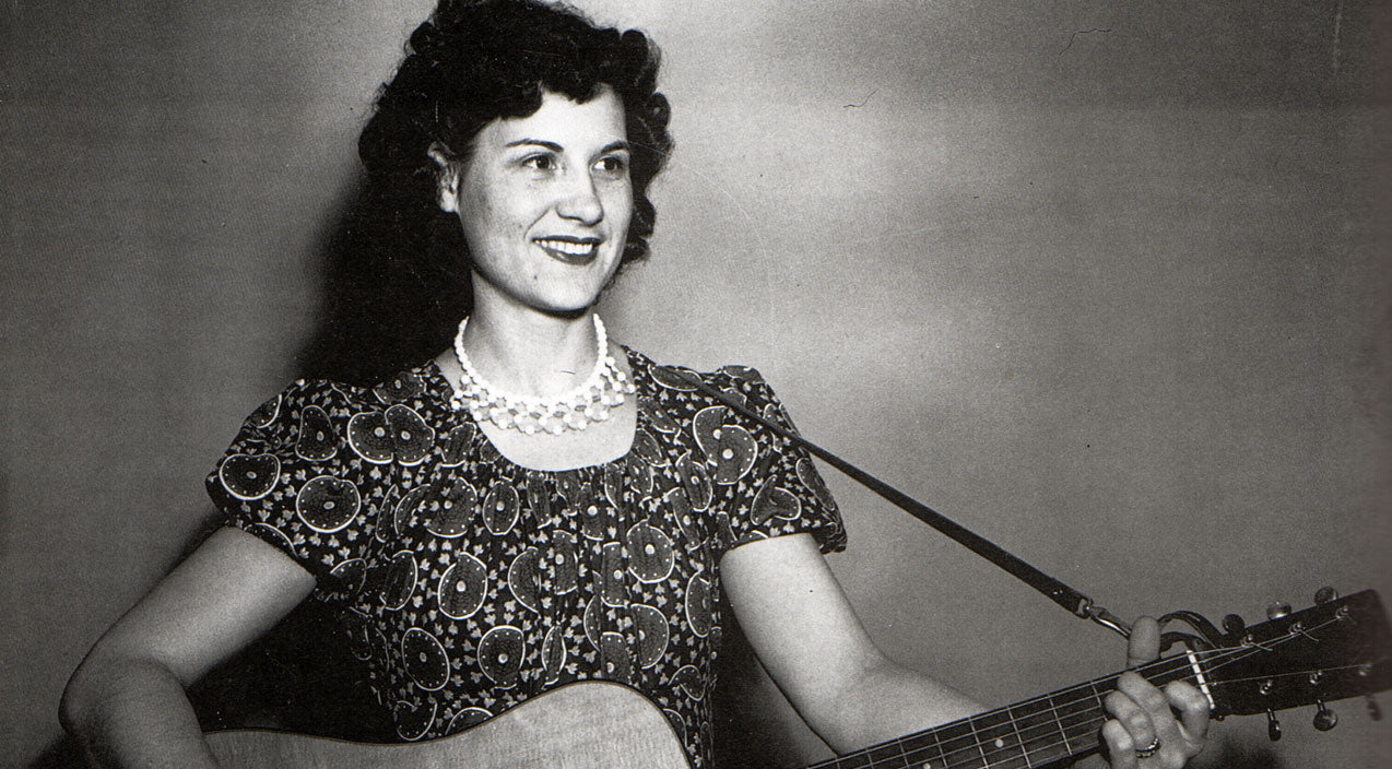 Kitty wells Songs | Kitty Wells' 1955 Performance Of 'Making Believe' Caught On Tape | Country Music Videos