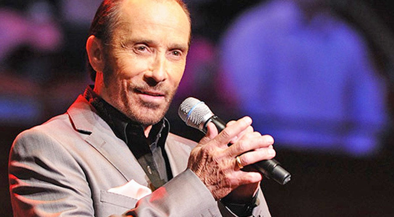 Lee greenwood Songs | FLASHBACK: Lee Greenwood Sings 'God Bless The U.S.A.' To Honor President Reagan | Country Music Videos
