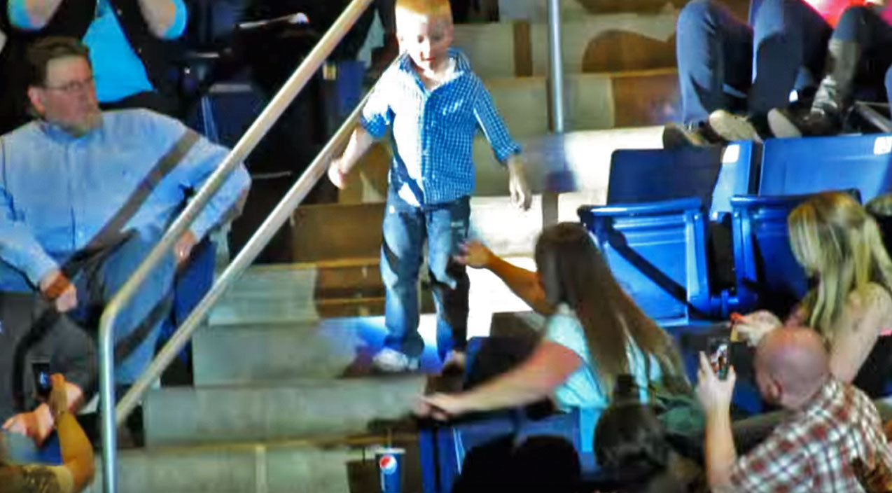 Rascal flatts Songs | 5-Year-Old Stands Up During Country Concert, But When He Steps Into The Aisle? The Crowd LOSES IT! | Country Music Videos