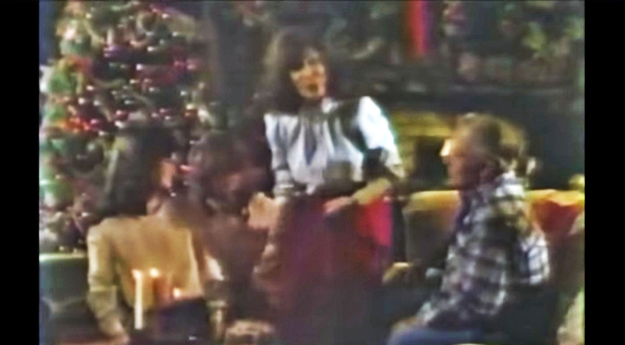 Loretta lynn Songs | 1980s Video Gives A Rare Look At Loretta Lynn & Her Family During Christmas | Country Music Videos