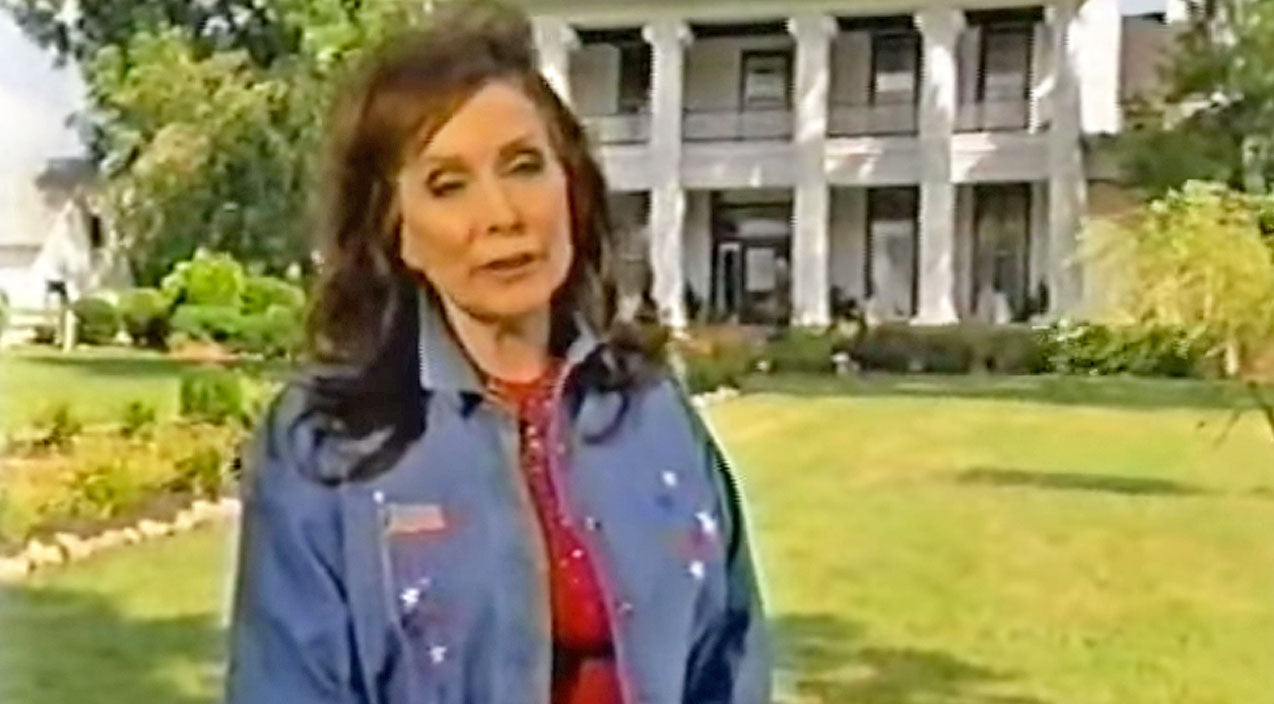 The Haunted Encounters At Loretta Lynn's Plantation Home Will Give You Chills | Country Music Videos