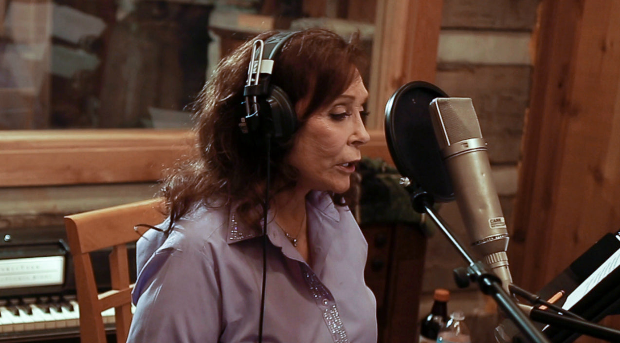 Loretta lynn Songs | Loretta Lynn Shares Details Of Her Ghostly Encounter With A Country Legend | Country Music Videos