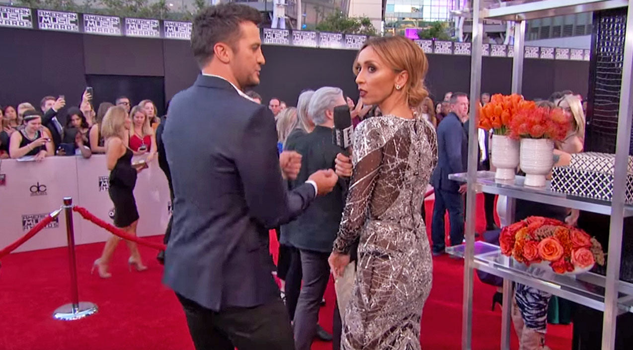 Modern country Songs | Luke Bryan Shows Giuliana Rancic How To Perfect The 'Booty Shake' | Country Music Videos