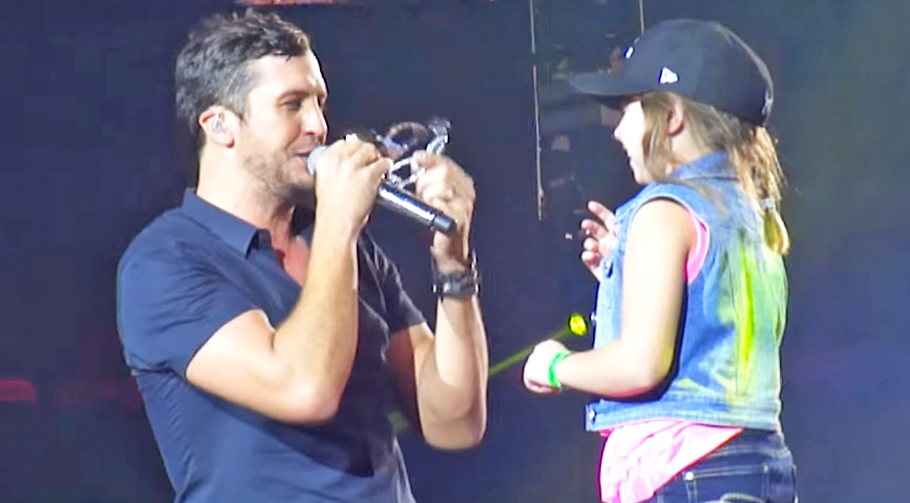 Modern country Songs | Luke Bryan Struggles To Be Crowned Like A Princess During Concert By Adorable Fan | Country Music Videos