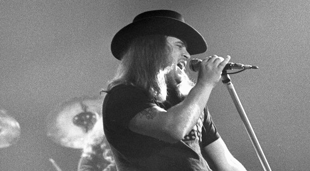 Lynyrd skynyrd Songs | RARE: 3 Months Before Plane Crash, Ronnie Van Zant Performs 'Workin' For MCA' | Country Music Videos
