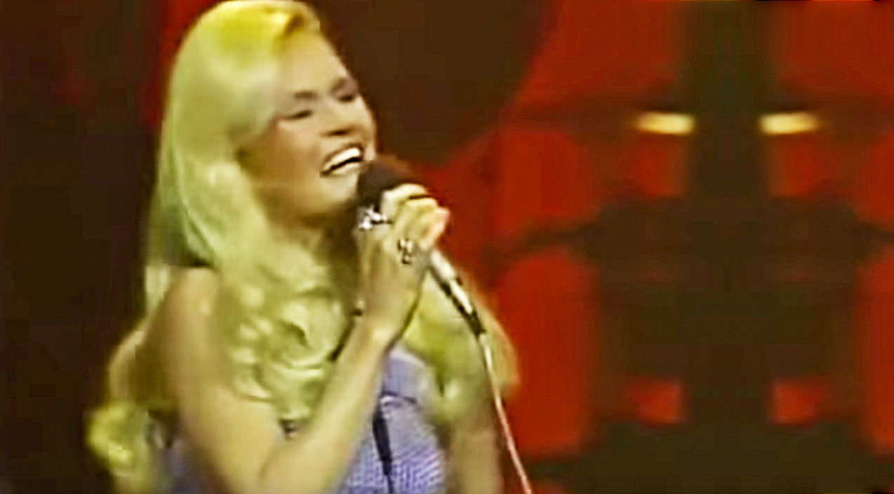 Lynn anderson Songs | Lynn Anderson's Spine-Tingling 1971 'Rose Garden' Performance Will Leave You Speechless | Country Music Videos