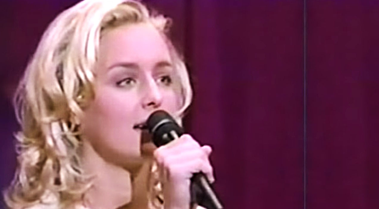 Mindy mccready Songs | Emotional Mindy McCready Sings 'Ten Thousand Angels' In Rare TV Performance | Country Music Videos