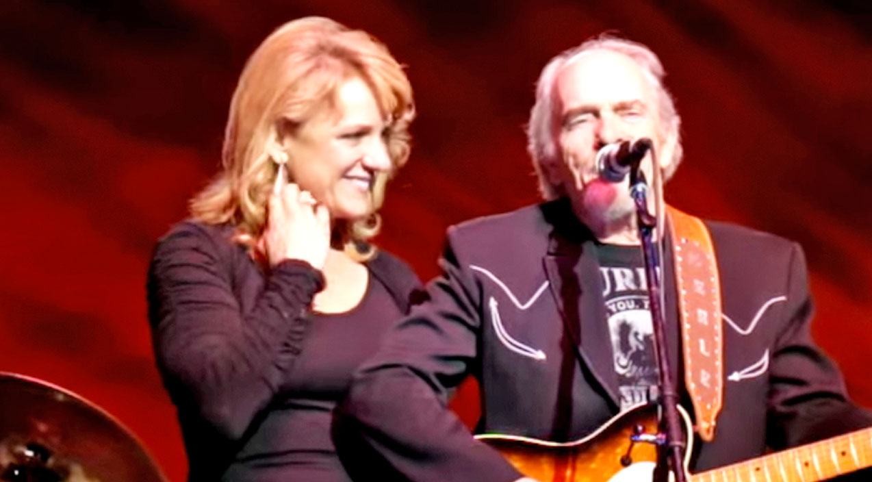 Merle Haggard And Wife Theresa Perform Loving Duet Of 'Jackson' | Country Music Videos