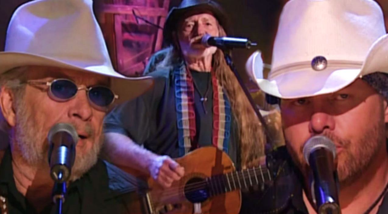 Willie nelson Songs   Merle Haggard, Willie Nelson & Toby Keith - Pancho and Lefty (VIDEO)   Country Music Videos
