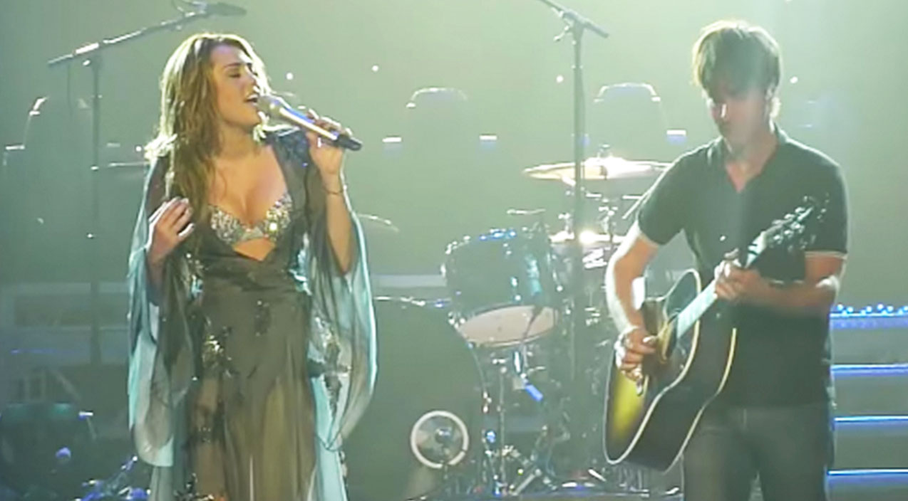 Modern country Songs   Miley Cyrus' Heart-Stopping 'Landslide' Cover Left Thousands Begging For More   Country Music Videos