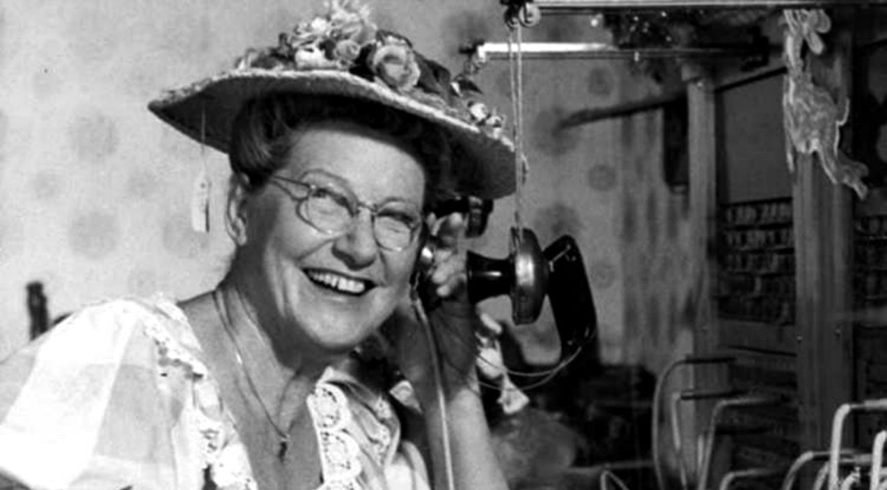 Minnie pearl Songs | Minnie Pearl Leaves Crowd In Stitches On The Johnny Cash Show In 1969 | Country Music Videos