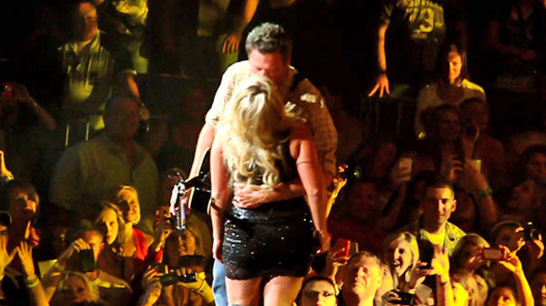 Miranda lambert Songs | Miranda Lambert and Blake Shelton - Honey Bee (Onstage Romantic Kiss!) (WATCH) | Country Music Videos