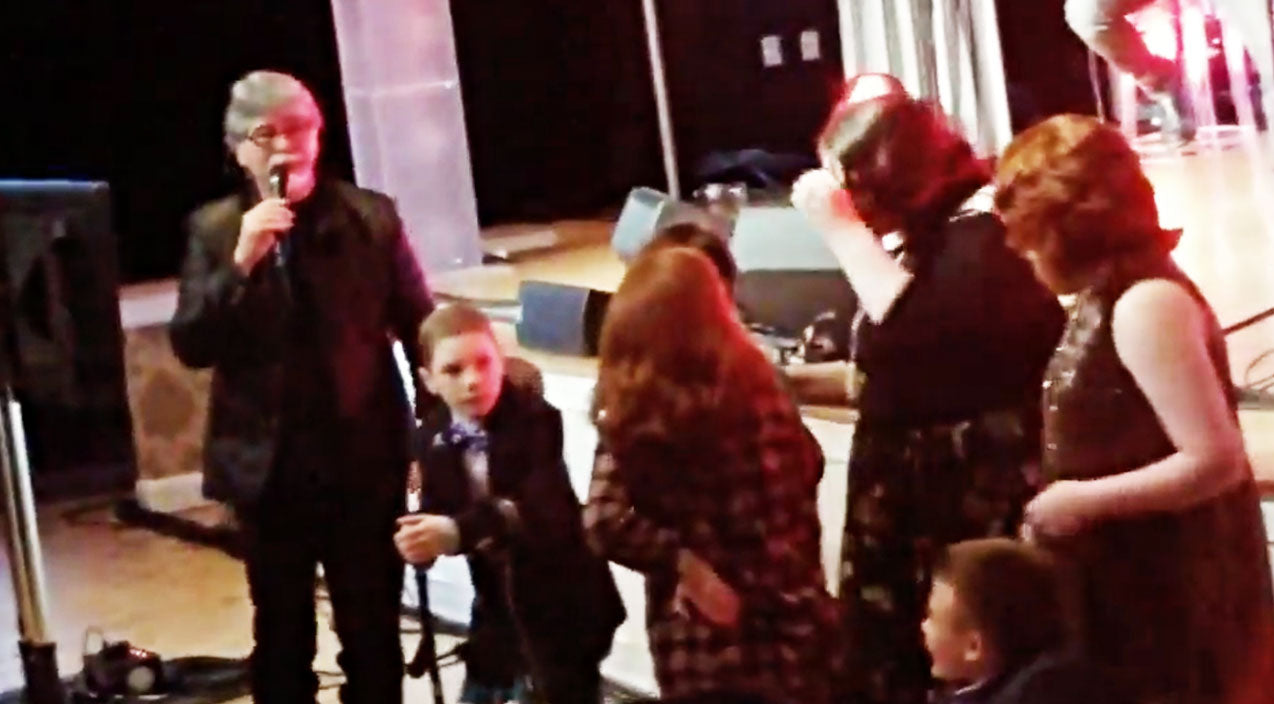 Randy owen Songs   Randy Owen Singing 'Angels Among Us' With Kids From Hospital Is Too Sweet For Words   Country Music Videos