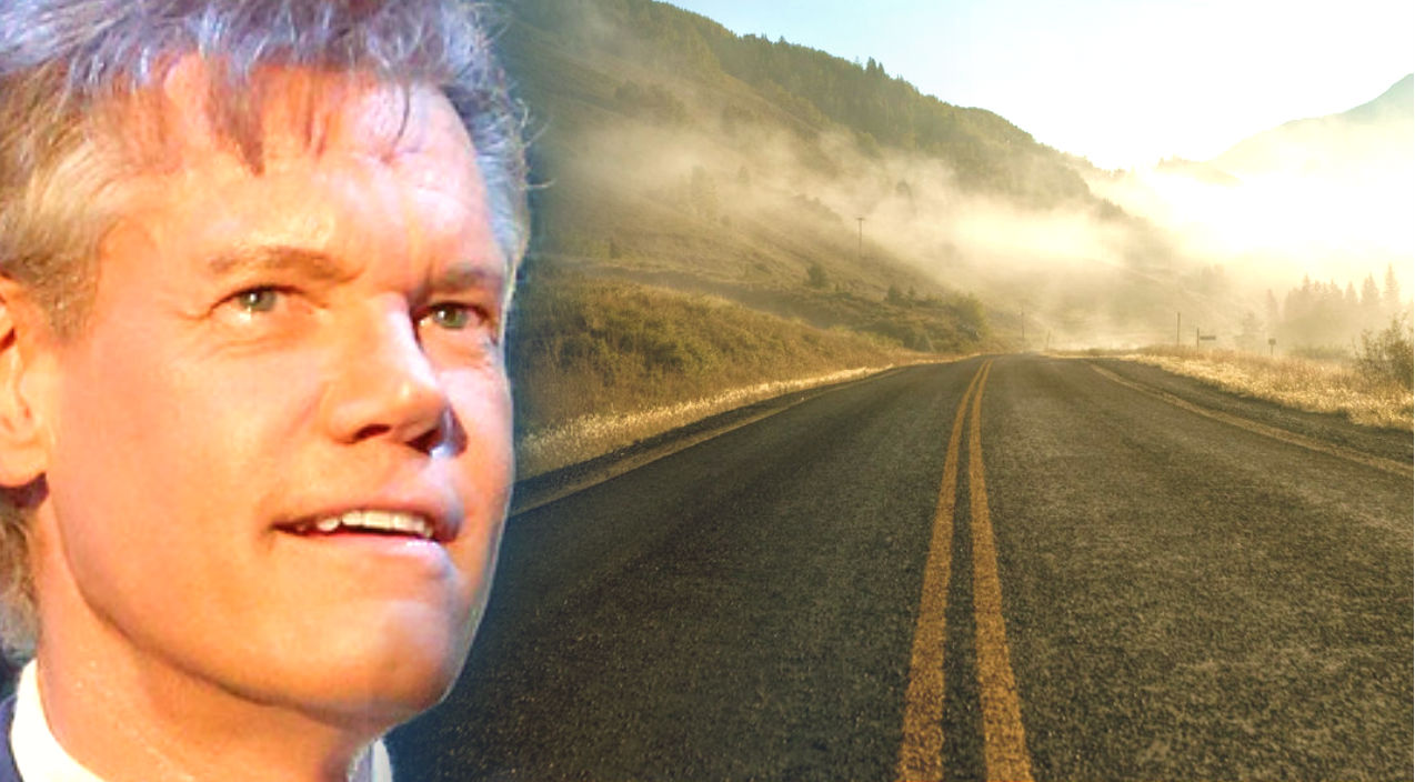 Randy travis Songs | Randy Travis - King of the Road (Live) (VIDEO) | Country Music Videos