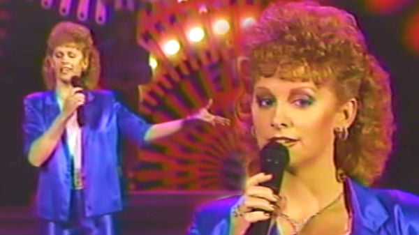 Reba mcentire Songs | Reba McEntire - Somebody Should Leave (1986 Live) (WATCH) | Country Music Videos