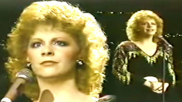 Reba mcentire Songs | Reba McEntire - Sweet Dreams (Live) | Country Music Videos