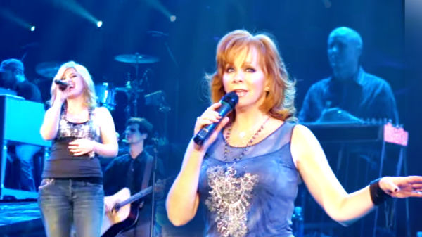 Reba mcentire Songs | Reba McEntire and Kelly Clarkson - Sleeping With The Telephone (WATCH) | Country Music Videos