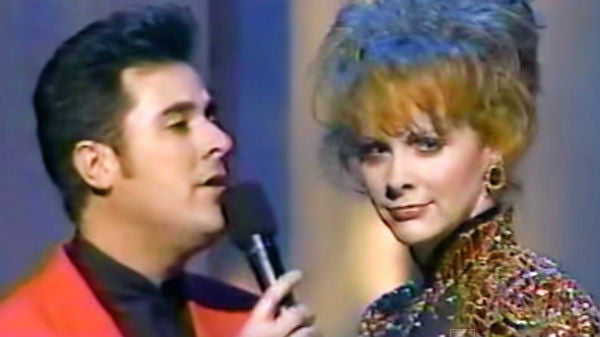 Vince gill Songs | Reba McEntire and Vince Gill - The Heart Won't Lie | Country Music Videos