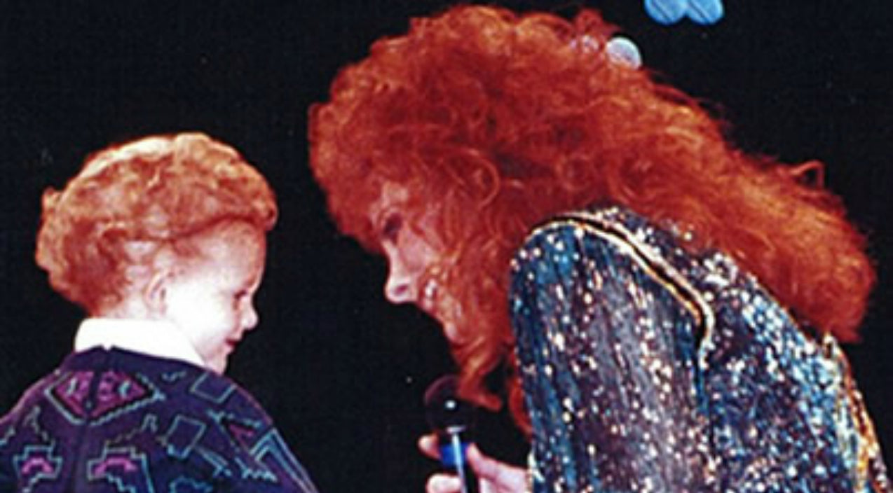 Reba mcentire Songs | Rare Footage Surfaces Of Reba's 4-Year Old Son Joining Her On Stage in 1994 | Country Music Videos
