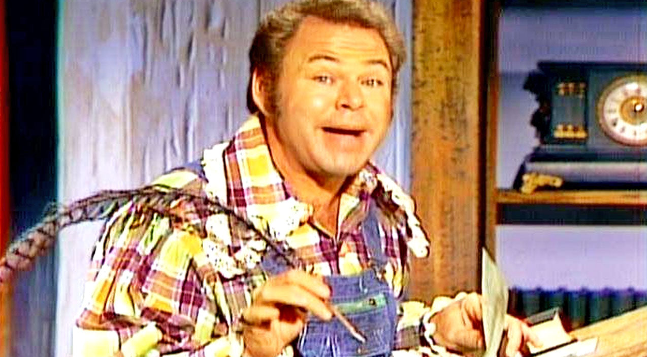 Roy clark Songs | Roy Clark Spills The Beans On 'Hee Haw' | Country Music Videos