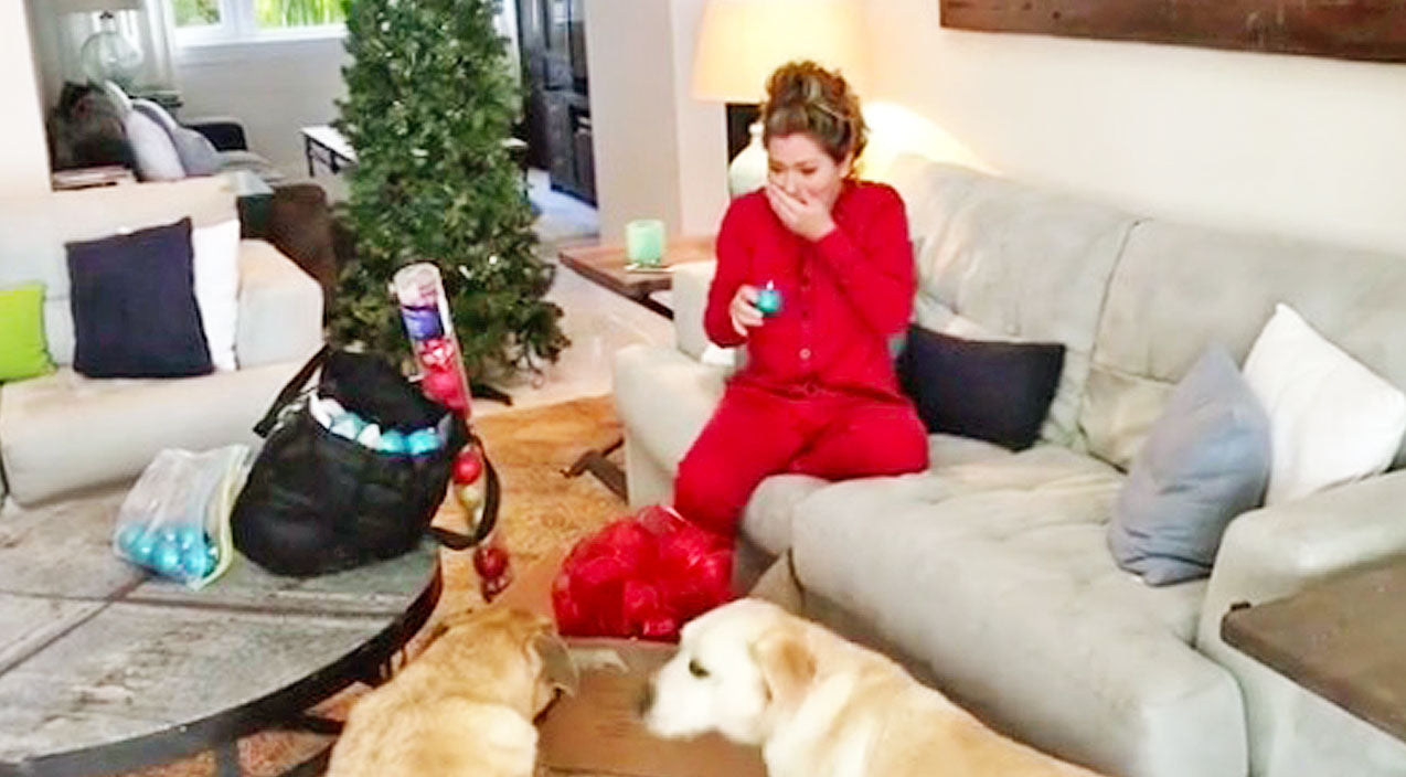 Shania twain Songs | Shania Twain Gets Scared Silly While Trying To Film Christmas Greeting For Fans | Country Music Videos