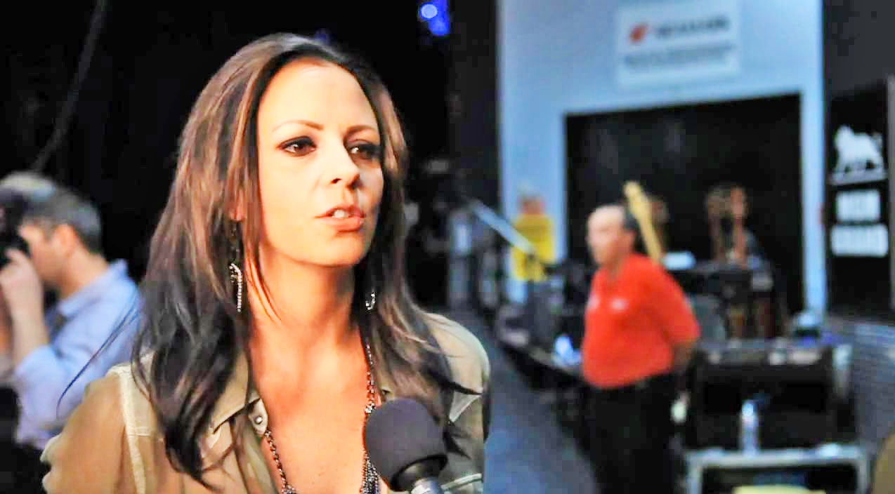 Sara evans Songs | Sara Evans Passionately Defends Women Of Country Music | Country Music Videos