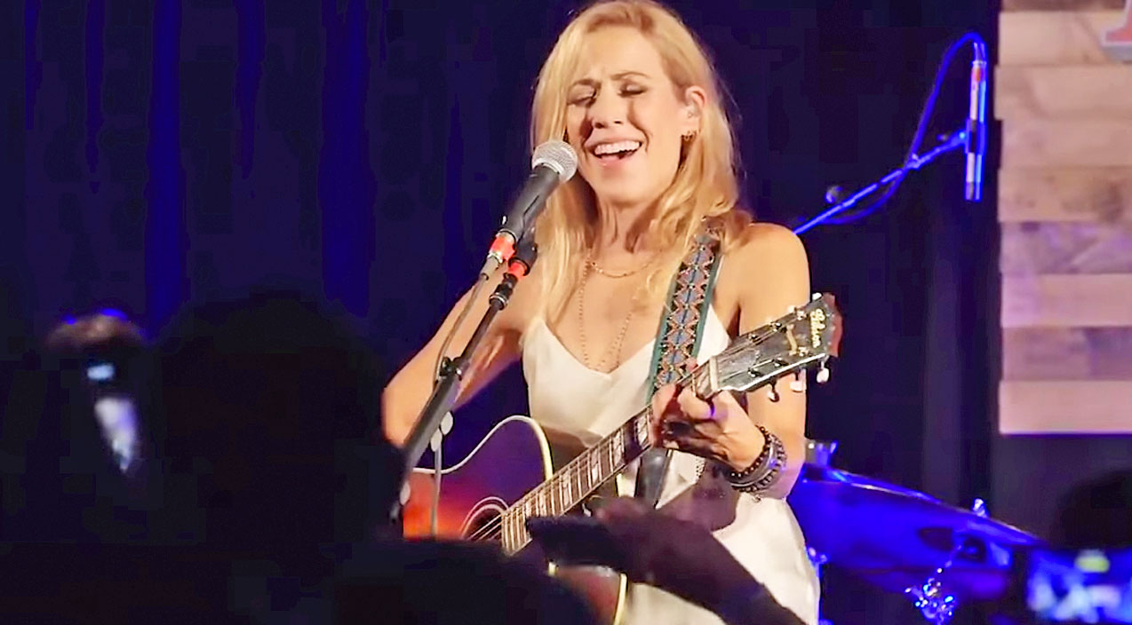 Sheryl crow Songs | Sheryl Crow Stuns Crowd At Rolling Stone Country Party | Country Music Videos