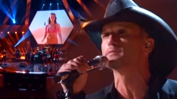 Tim mcgraw Songs | Tim McGraw - Lookin' For That Girl (Live) (VIDEO) | Country Music Videos