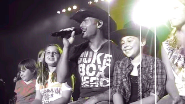 Tim mcgraw Songs | Tim McGraw Singing 'Just To See You Smile' To The Girls In Allentown, PA (VIDEO) | Country Music Videos